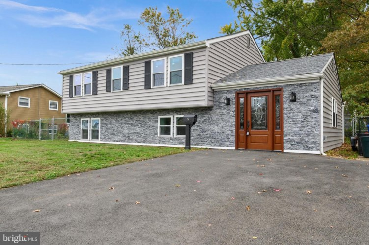 9 CYNWYD DR, BURLINGTON, NJ 08016