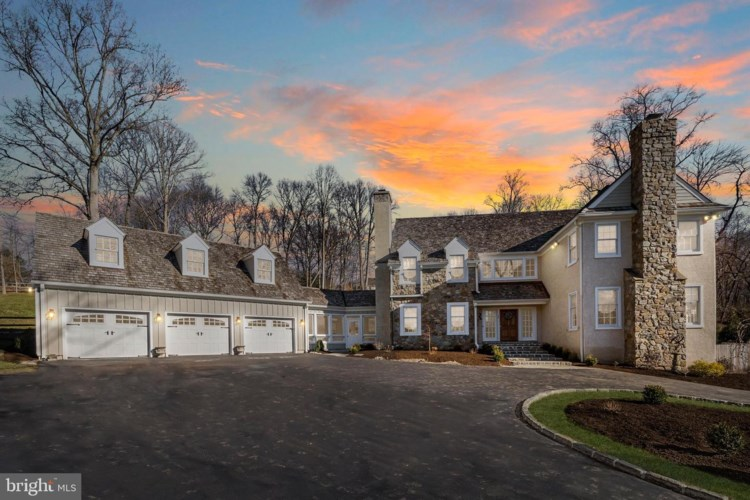 24 SLEEPY HOLLOW DR, NEWTOWN SQUARE, PA 19073