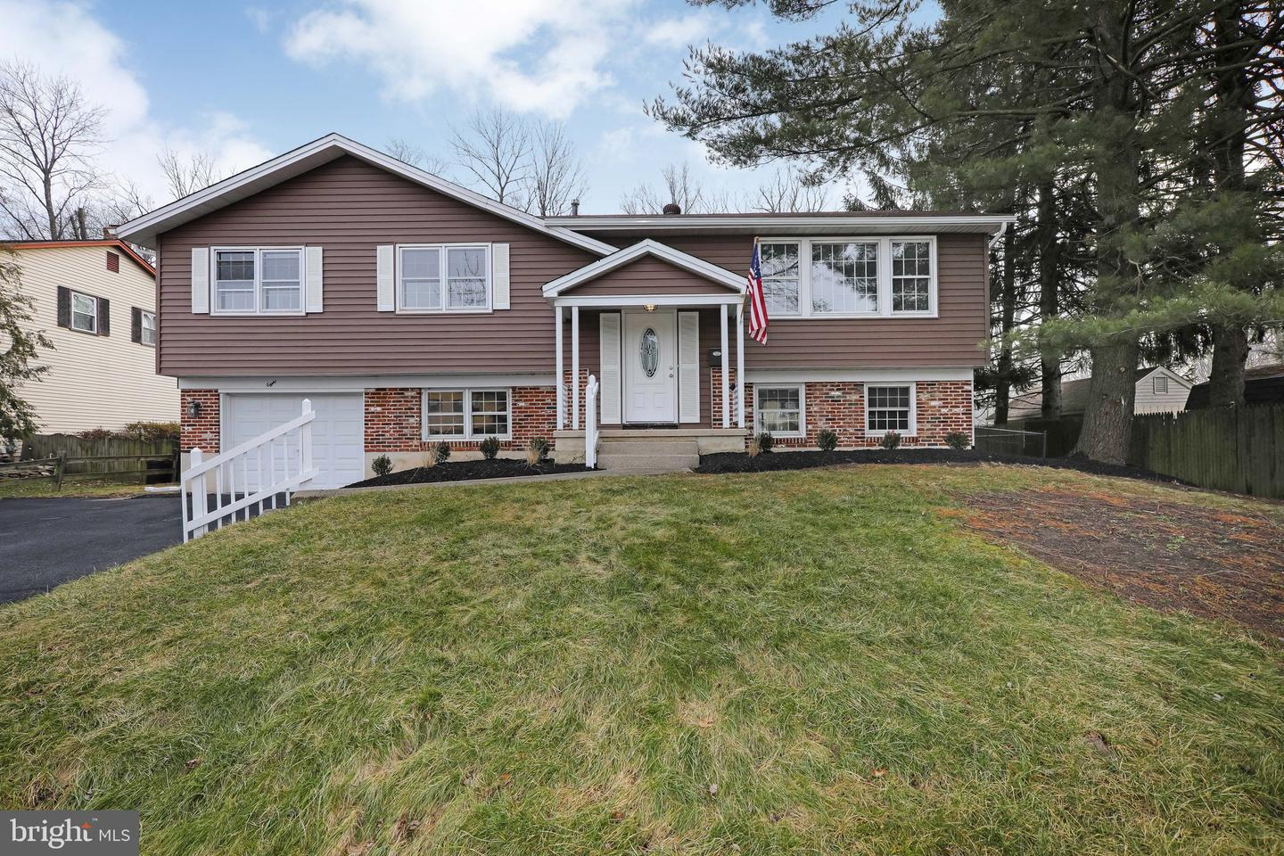 820 UPTON WAY, SOMERDALE, NJ 08083