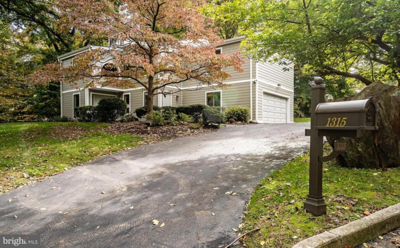 1315 HOLLOW COVE RD, NARBERTH, PA 19072