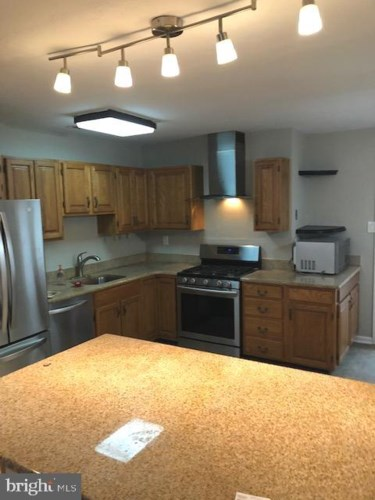 42 RAMPART DR, CHESTERBROOK, PA 19087