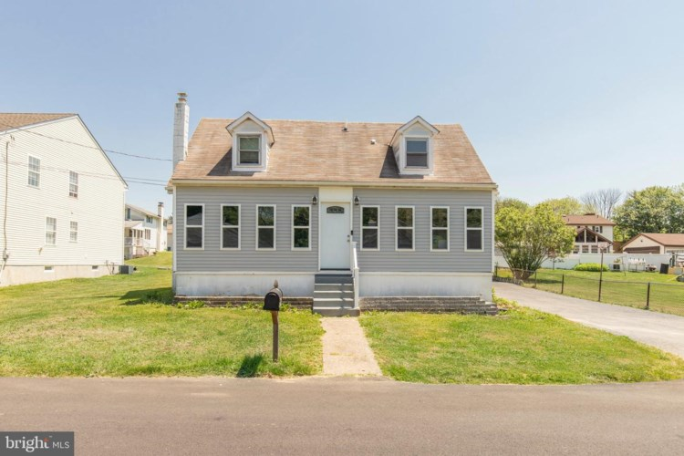 2107 BRIARCLIFF AVE, MARCUS HOOK, PA 19061