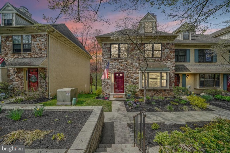 19 ALGONQUIN CT, CHESTERBROOK, PA 19087
