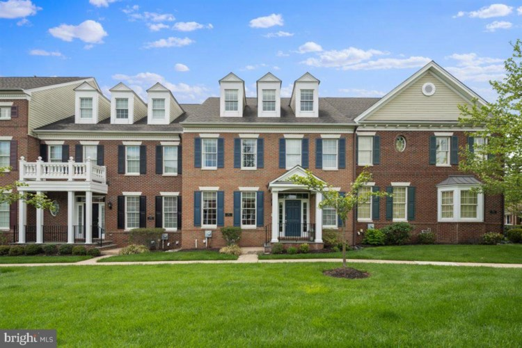 207 HART ALY, NEWTOWN, PA 18940