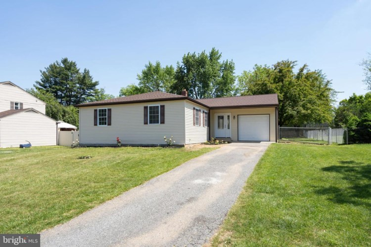 2509 COLONIAL DR, BOOTHWYN, PA 19061