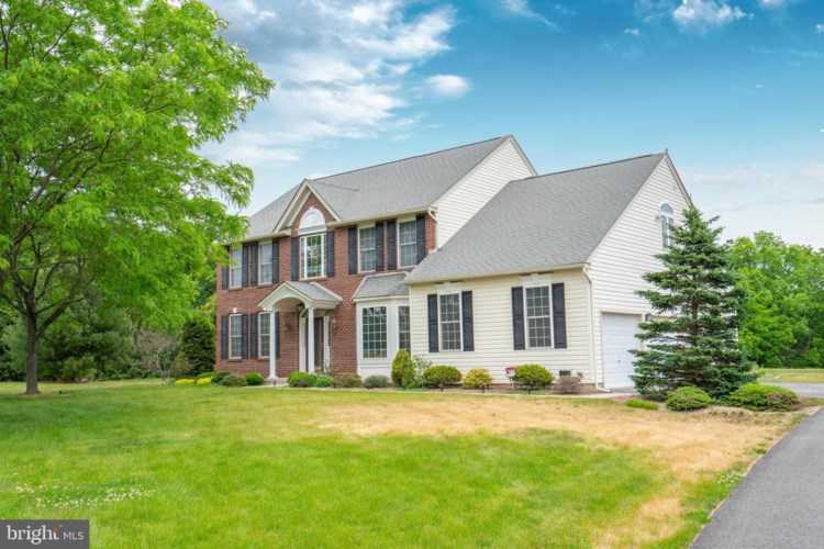 1001 EAGLES VIEW LN, EAST GREENVILLE, PA 18041