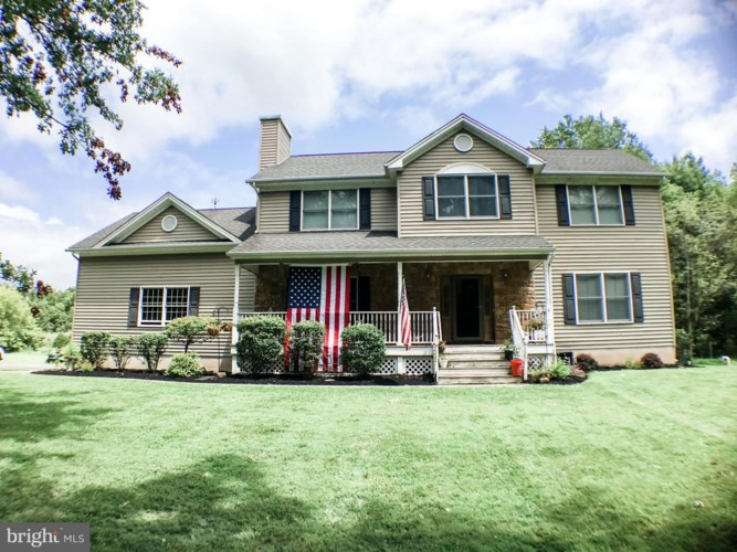 15 BARCROFT RD, FRENCHTOWN, NJ 08825