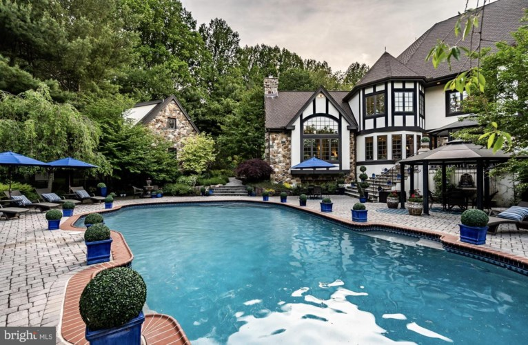 1 BITTERSWEET DR, WEST CHESTER, PA 19382