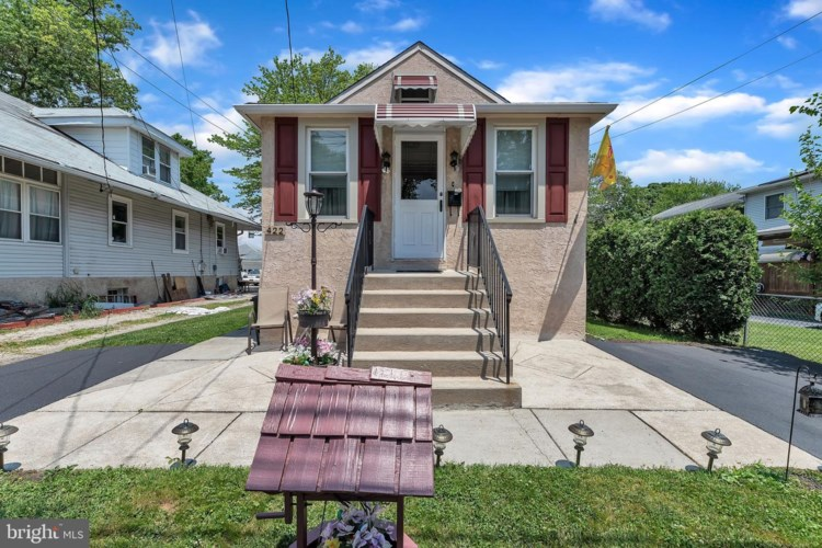 422 WYNDOM TER, HOLMES, PA 19043