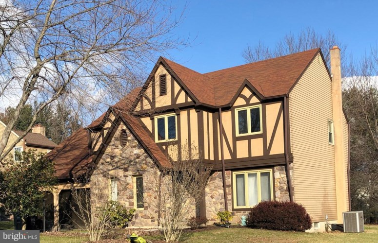 52 SUMMER DR, HOLLAND, PA 18966
