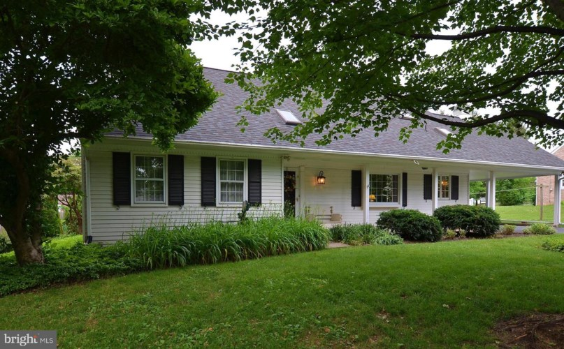 105 N KINZER AVE, NEW HOLLAND, PA 17557