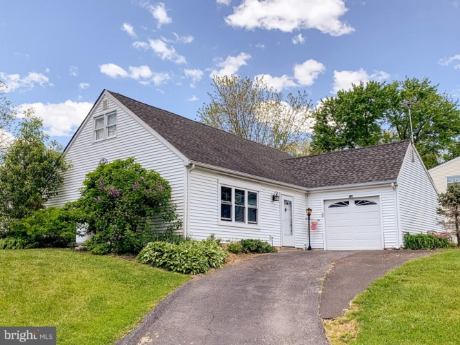 2624 PENNLYN DR, UPPER CHICHESTER, PA 19061