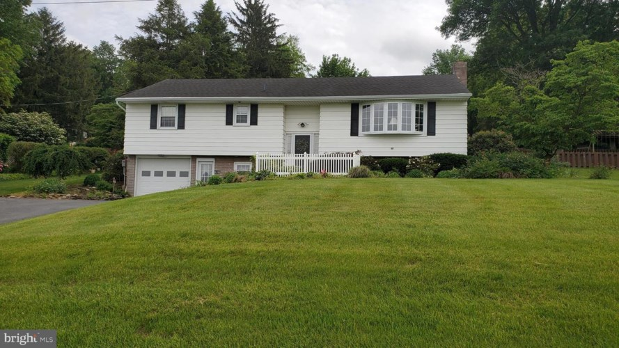 226 EDGEWOOD DR, NEW HOLLAND, PA 17557