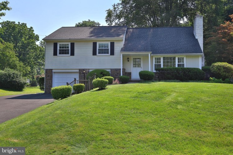 422 MERION DR, NEWTOWN, PA 18940