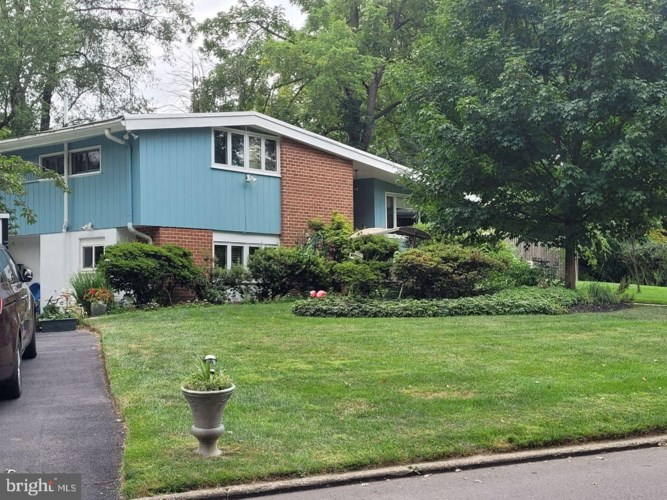 4112 BARBERRY DR, LAFAYETTE HILL, PA 19444