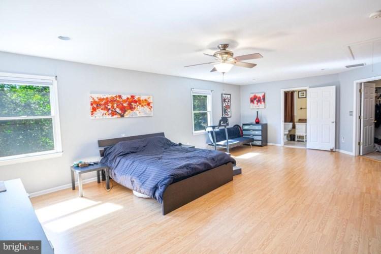229 LANES POND RD, HOWELL, NJ 07731