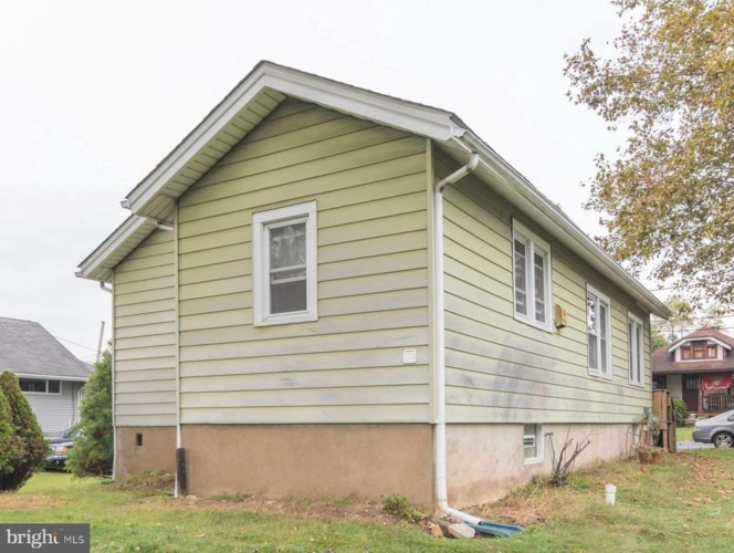 25 FRONT ST, FEASTERVILLE TREVOSE, PA 19053