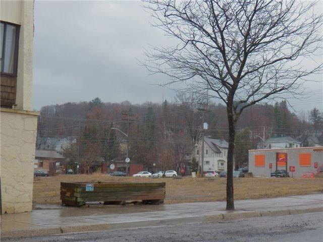 4 Centre St S, Huntsville, ON P1H 1K4