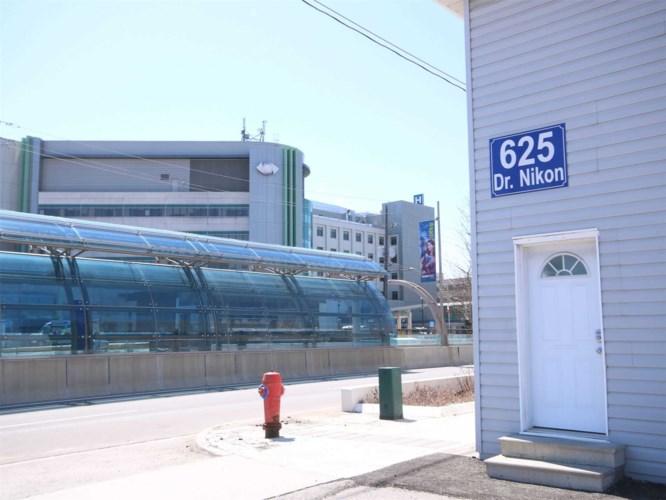 625 Davis Dr, Newmarket, ON L3Y 2R2
