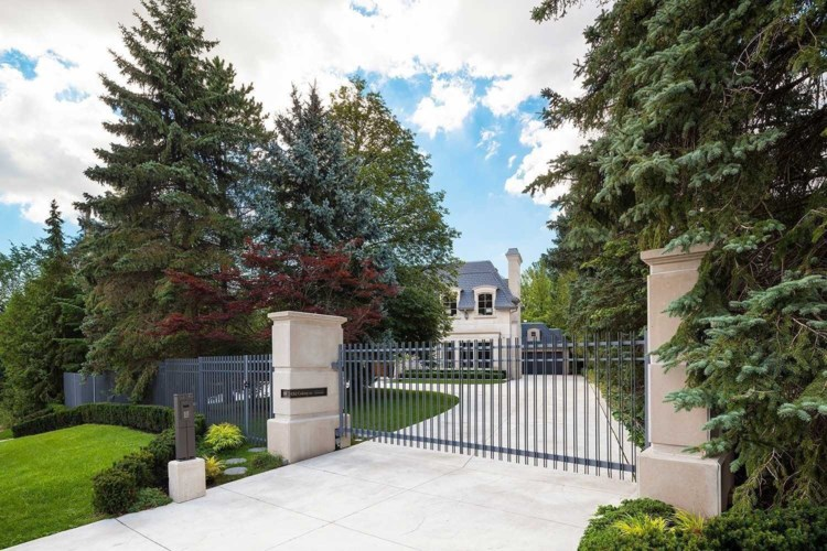 101 Old Colony Rd, Toronto, ON M2L2K3