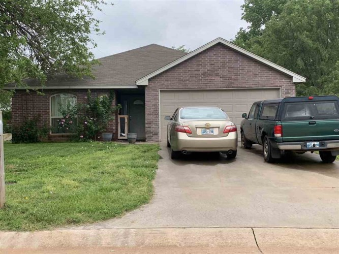 906 Valley View Rd, Enid, OK 73701