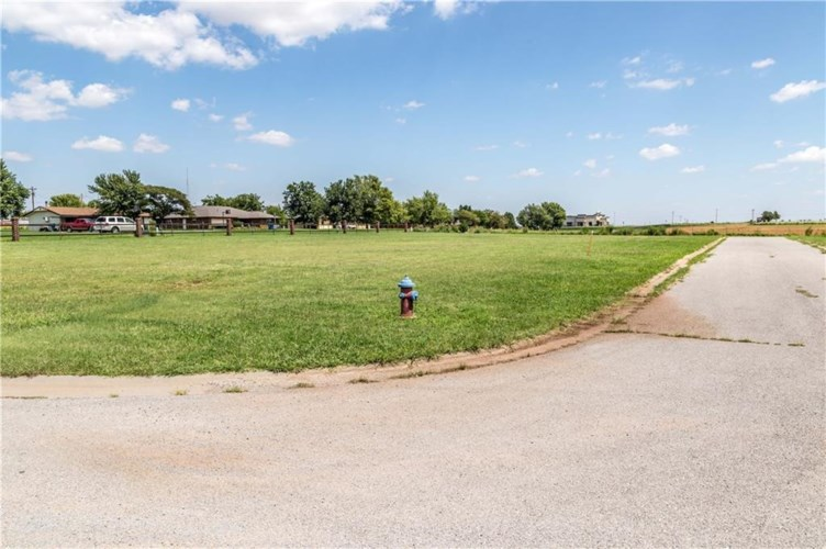 RUSSELL AVE. UNIT#4, Cordell, OK 73632