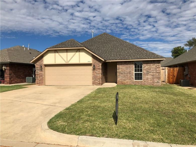 1919 BERRY, Weatherford, OK 73096