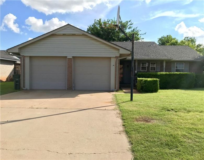 134 RAWLINGS RD, Clinton, OK 73601