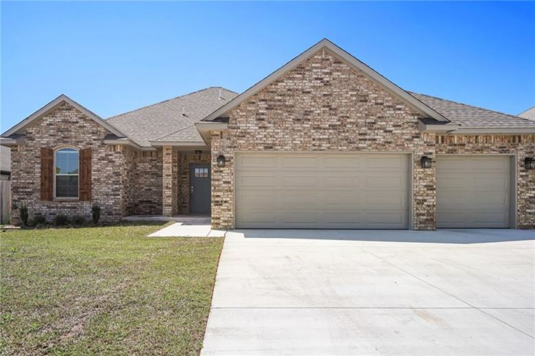 1804 W TROUT WAY, Mustang, OK 73064