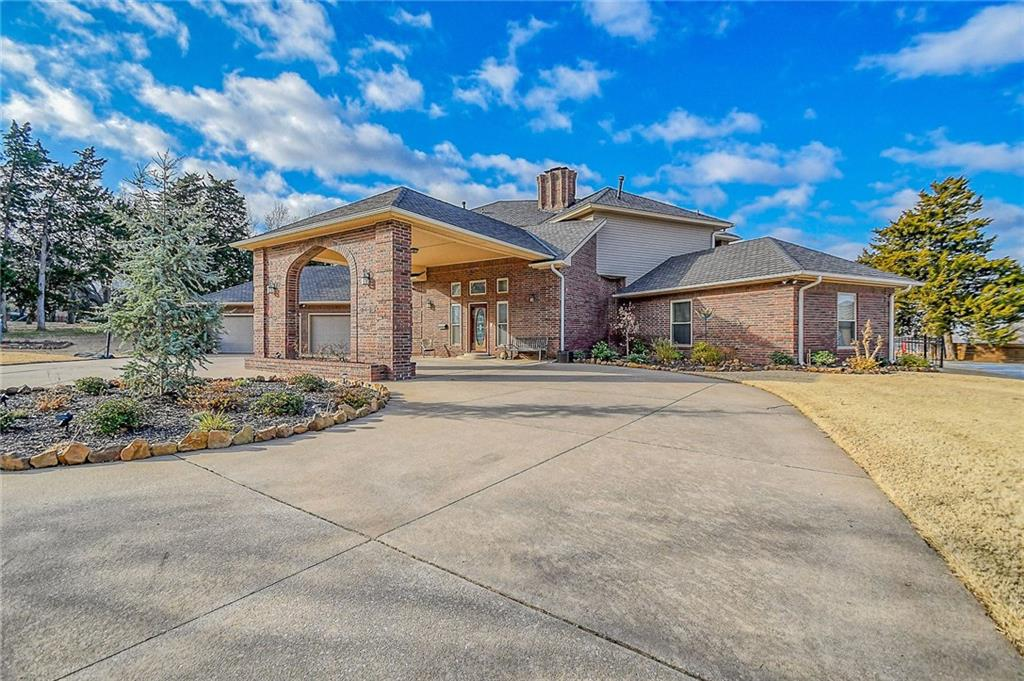 3133 N LAKEVIEW MANOR DR, Bethany, OK 73008