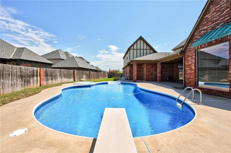 12900 LORIEN WAY, Oklahoma City, OK 73170