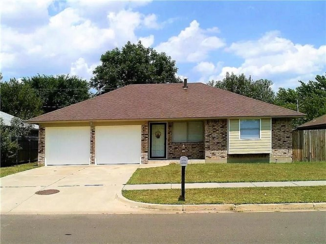 905 NW 15TH ST, Moore, OK 73160