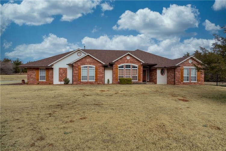 10200 FAWN TRAIL RD, Mustang, OK 73064