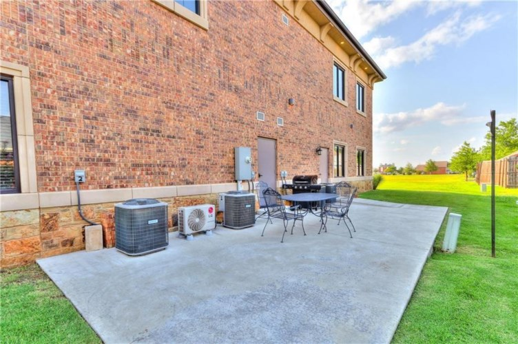 717 NW 26TH ST, Norman, OK 73069