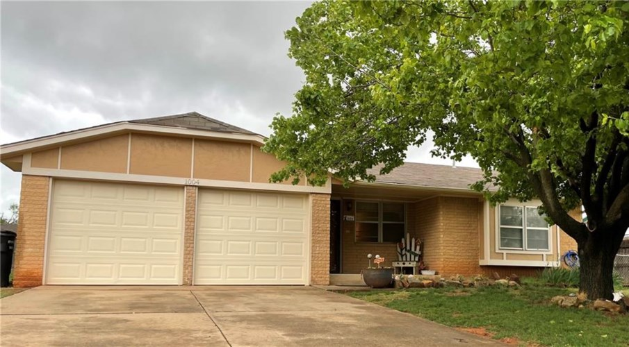 1004 S AVERY DR, Moore, OK 73160