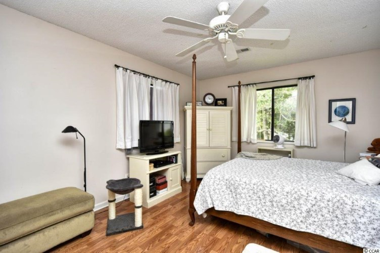 2072 Lakeview Circle, Surfside Beach, SC 29575