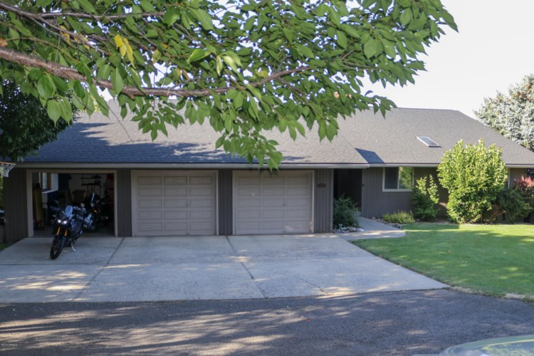381  Lookout Point Dr, Selah, WA 98942