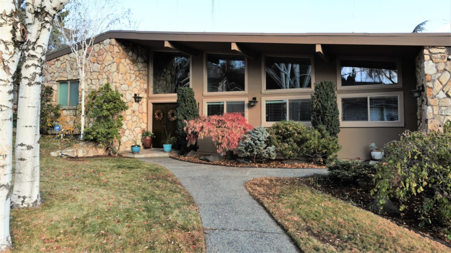 901  Carriage Hill Dr, Yakima, WA 98908