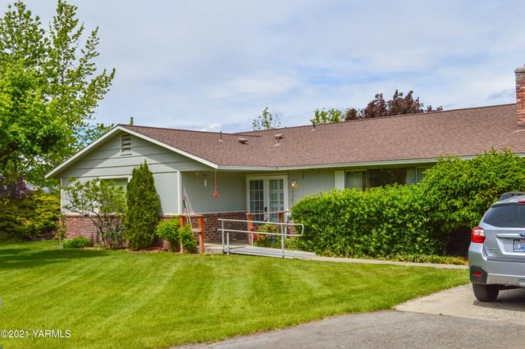 4215  McCullough Rd, Yakima, WA 98903