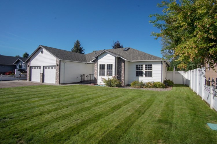 218 SW Meadow Lakes Drive, Prineville, OR 97754