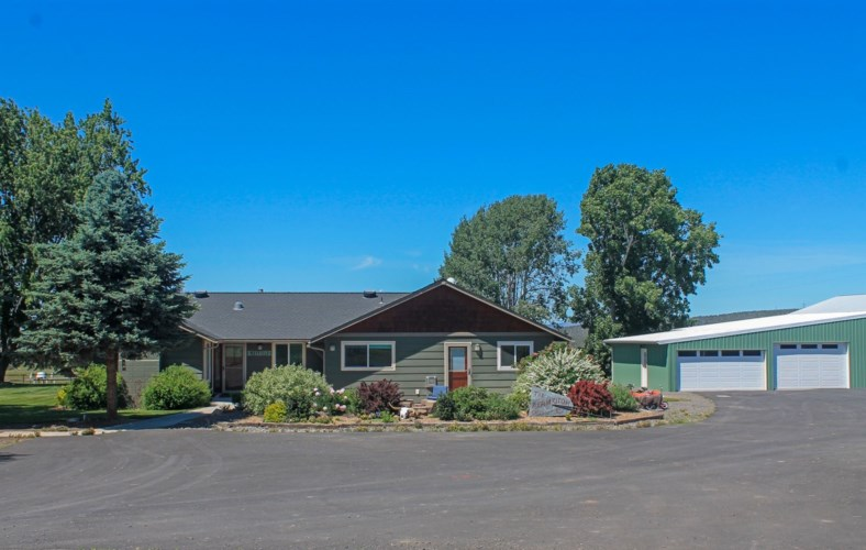 6306 SW Valley View Road, Powell Butte, OR 97753