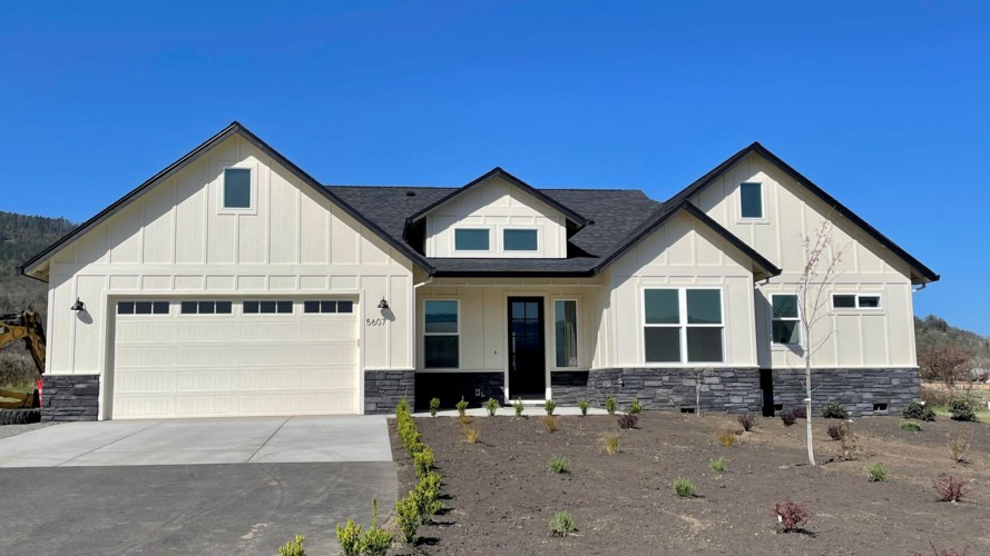 5607 Colver Road, Talent, OR 97540