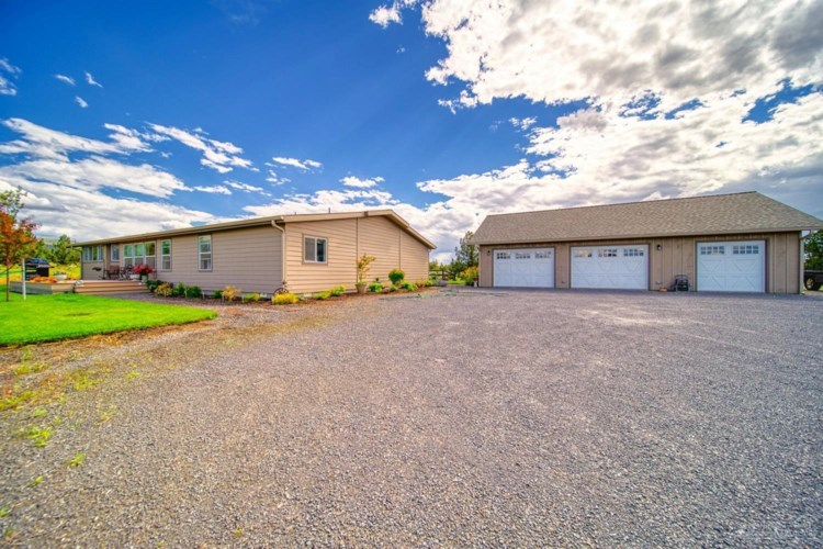 10012 SW Reif Road, Powell Butte, OR 97753