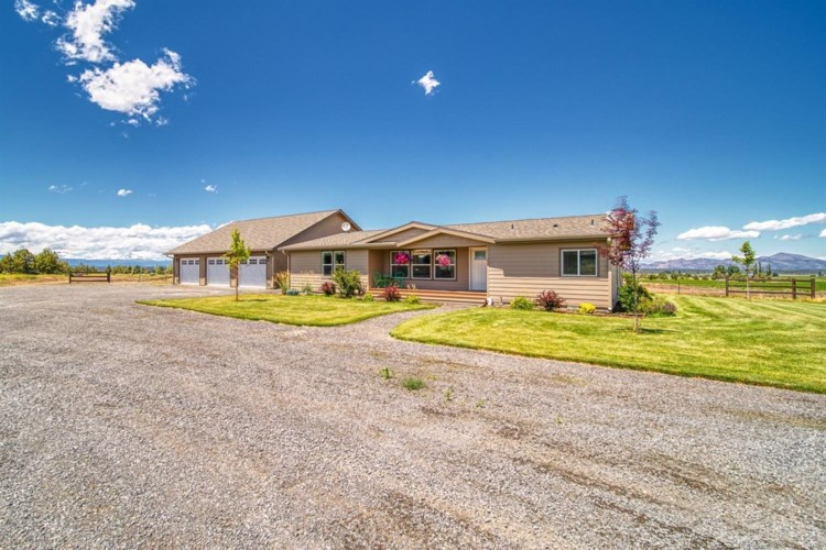 9287 SW Reif Road, Powell Butte, OR 97753