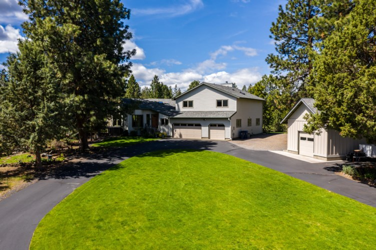 20383 Pine Vista Drive, Bend, OR 97702