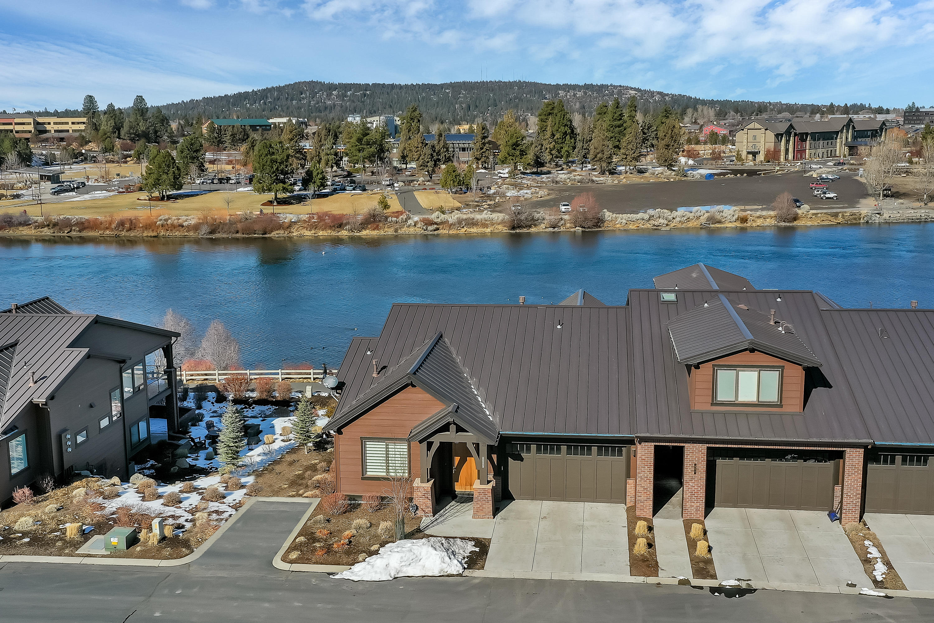 909 SW Theater Drive, Bend, OR 97702