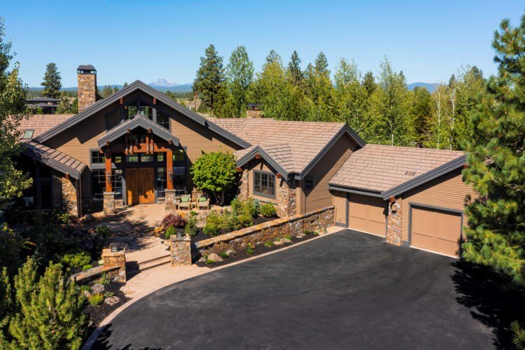 19306 Golden Lake Court, Bend, OR 97702