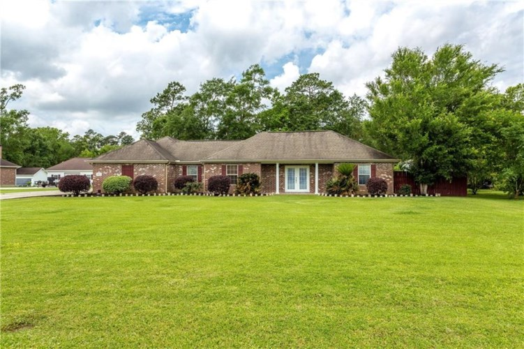 2025 Green Forest Road, Westlake, LA 70669