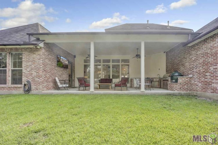 8960 CARRIAGEWOOD ESTATES DR, Baton Rouge, LA 70817