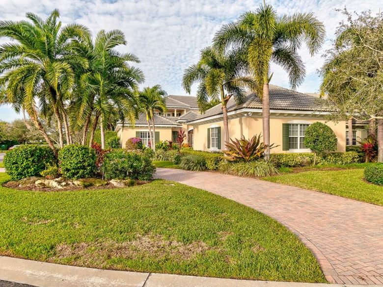 230 Lakeview Way, Vero Beach, FL 32963
